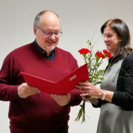 Heidi Rickert ehrt Gerald Hinz für 40 Jahre Parteimitgliedschaft
