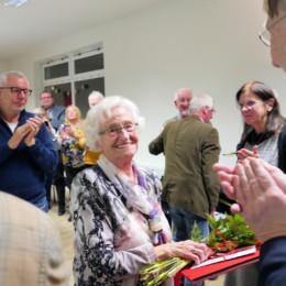 Bernd Lange ehrt Inge Janssen für 70 Jahre Parteizugehörigkeit