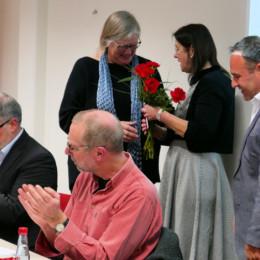Heidi Rickert bedankt sich bei Dörte Lange für ausdauernde und engagierte Mitarbeit im Vorstand