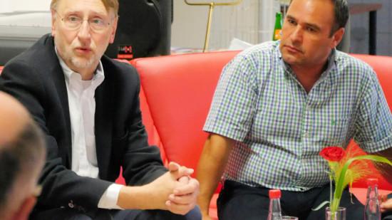 Auf dem Roten Sofa: Bernd Lange und Ahmet Kuyucu